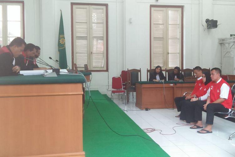 Istri bos PT Amanah Bersama Ummat (Abu Tours), Hamzah Mamba, Nursyariah Mansyur  dan dua karyawan Abu Tours, Chaeruddin dan M Kasim divonis bersalah dalam persidangan yang digelar di Pengadilan Negeri Makassar, Kamis (21/2/2019) sore hingga malam.