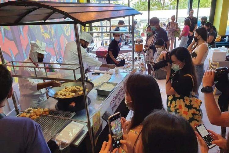 Gerai penjualan patong-go di gedung THAI Catering, Bangkok.