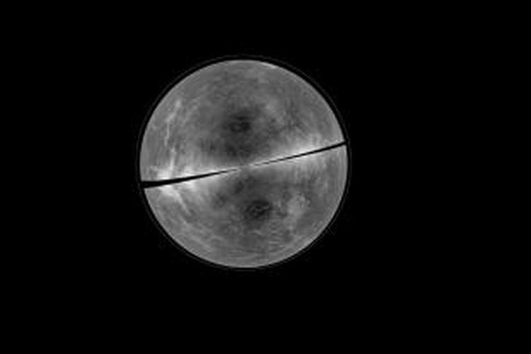 Wajah telanjang Venus. Garis hitam menyatakan wilayah yang masih sulit dicitrakan.