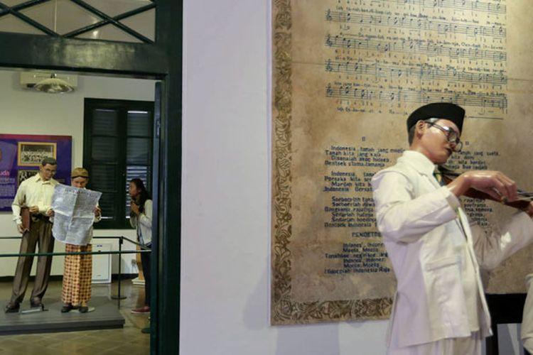 Pengunjung melihat Museum Sumpah Pemuda di Jalan Kramat Raya, Jakarta Pusat, Kamis (22/10/2015).
