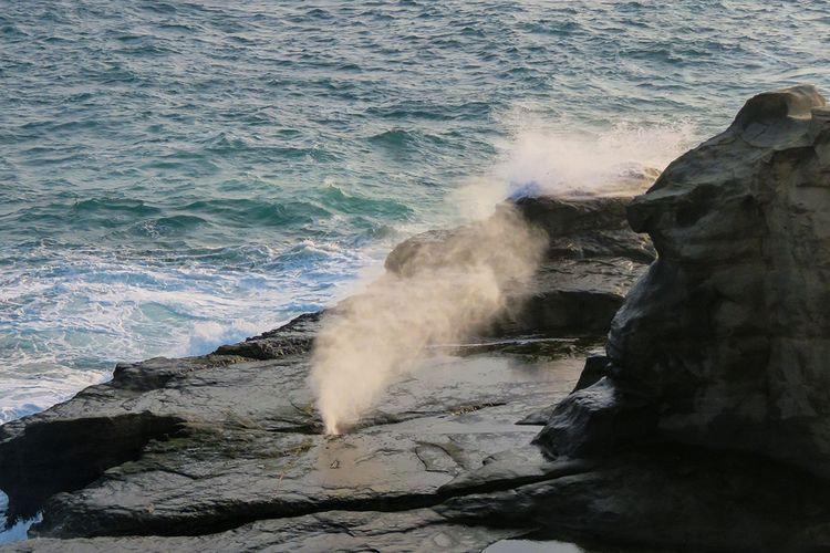 Seruling Samudera Pantai Klayar Pacitan.