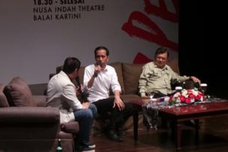 Presiden dan wakil presiden terpilih, Joko Widodo (tengah) dan Jusuf Kalla (kanan), dalam talkshow di Balai Kartini, Kamis (18/9/2014) malam.