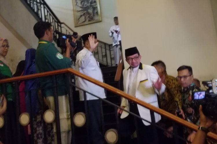 Presiden Partai Keadilan Sejahtera (PKS) Sohibul Iman dan Ketua Majelis Syuro PKS Salim Segaf Al-Jufri mendatangi lokasi pertemuan ulama Gerakan Nasional Pengawal Fatwa (GNPF) di Hotel Menara Peninsula, Jakarta, Jumat (27/7/2018).