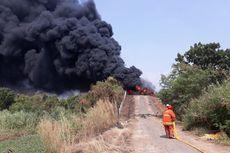 Tumpukan Sampah Terbakar di Lapang Cakung, Asap Hitam Mengepul