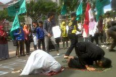 Dukung Gaza, Puluhan Mahasiswa di Semarang Shalat Gaib
