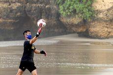 Satu Kiper Cedera Parah, Arema FC Tunggu Pelatih Baru untuk Evaluasi