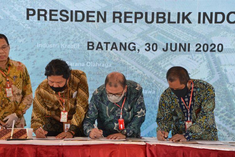 PT PP (Persero) Tbk melakukan penandatanganan Memorandum of Understanding (MoU) pengembangan Kawasan Industri Batang dengan PT Kawasan Industri Wijayakusuma (Persero) dan PT Perkebunan Nusantara IX (Persero).