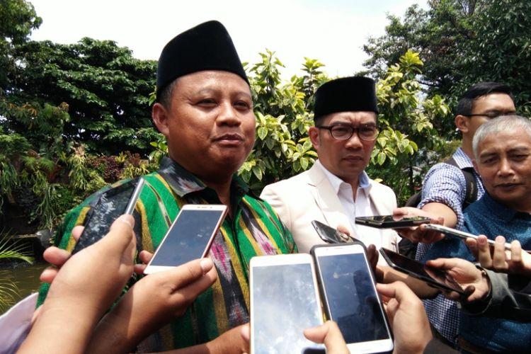 Bupati Tasikmalaya yang juga politisi Partai Persatuan Pembangunan (PPP), Uu Ruzhanul Ulum, saat bertemu Wali Kota Bandung Ridwan Kamil di Pendopo Kota Bandung, Jalan Dalemkaum, Selasa (5/9/2017) siang.