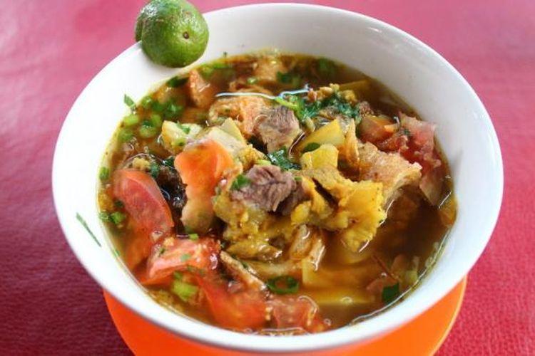 Soto Mie khas Bogor, dapat ditemui di banyak tempat di kota hujan. Cirikhasnya menggunakan kroket goreng yang kering, sehingga menghasilkan citarasa renyah ketika dimakan.