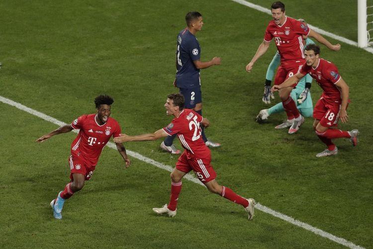 Kingsley Coman (kiri) merayakan golnya bersama rekan satu timnya yang lain pada laga final Liga Champions yang mempertemukan PSG vs Bayern Muenchen di Stadion Da Luz, Minggu 23 Agustus 2020.