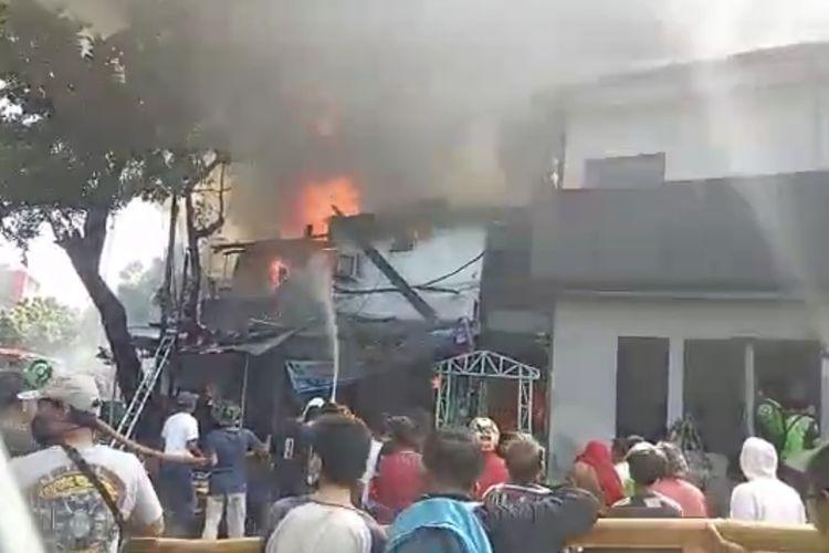 Sebuah ruko mebel di Jalan Minangkabau Barat, Setiabudi, Jakarta terbakar pada Selasa (2/7/2020) pagi.
