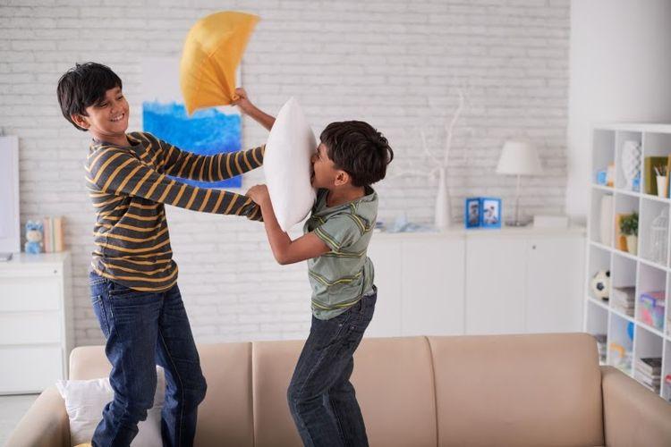 Meski di rumah, anak perlu tetap bergerak aktif agar tumbuh kembangnya maksimal