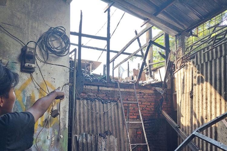 Kamar di sebuah bangunan di Kecamatan Cipondoh, Kota Tangerang, terbakar pada Rabu (22/9/2021) siang.