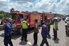 Terhalang Truk Saat Menuju Lokasi Kebakaran, 2 Mobil Damkar Tabrakan Beruntun