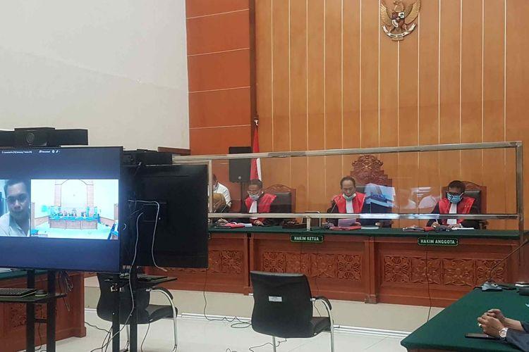 Suasana sidang perkara pembunuhan berencana dan pengeroyokan yang menjerat John Kei dan kawan-kawan yang digelar Selasa (11/5/2021) di Pengadilan Negeri Jakarta Barat