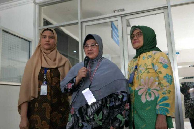Jajaran pegawai RSUP Persahabatan kepada awak media di Ruang Humas RSUP Persahabata, Jakarta Timur, Jumat (13/3/2020).