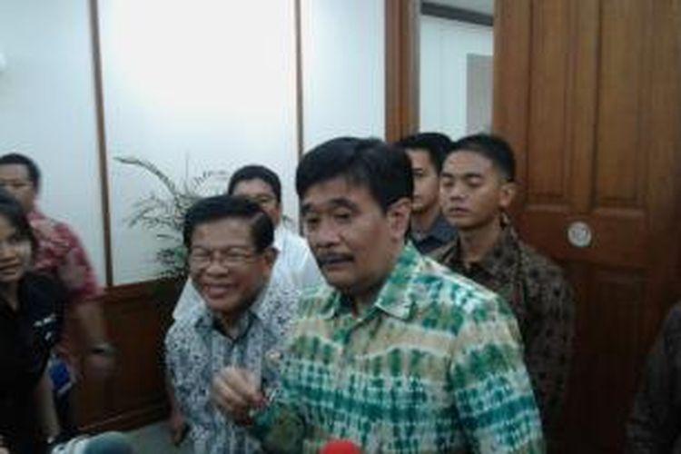 Wakil Gubernur DKI Jakarta Djarot Saiful Hidayat memberikan keterangan kepada wartawan di depan ruang kerjanya, Balai Kota, DKI Jakarta, Jumat (19/12/2014).