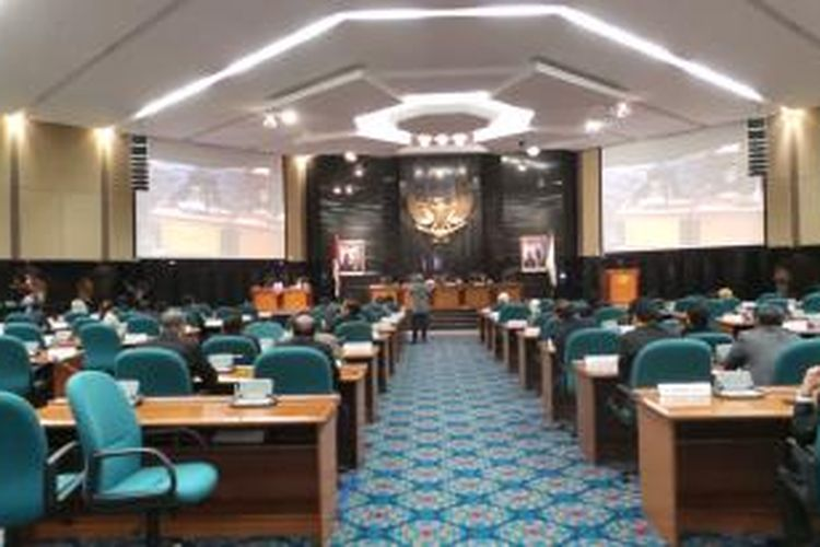 Sidang paripurna DPRD DKI yang dihadiri oleh Gubernur DKI Jakarta Joko Widodo, Rabu (23/7/2014).