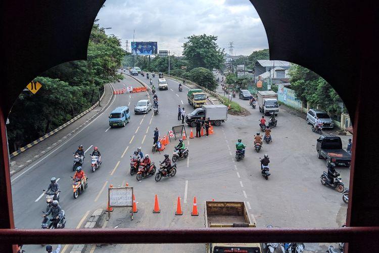 Arus lalulintas di jalan ambles Jalan Daan Mogot Kilometer 22 Kota Tangerang lancar Selasa (14/1/2020) pagi