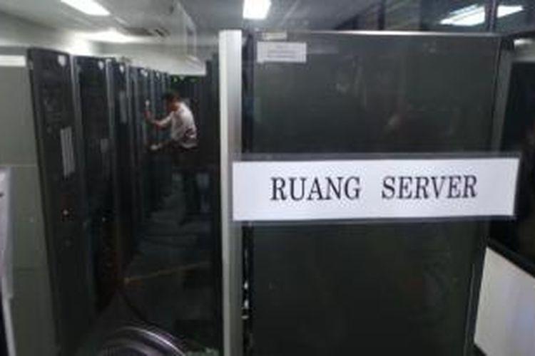 Data server e-KTP di kantor Ditjen Dukcapil Kementerian Dalam Negeri, Jalan TMP Kalibata, Jakarta, Selasa (25/11/2014).