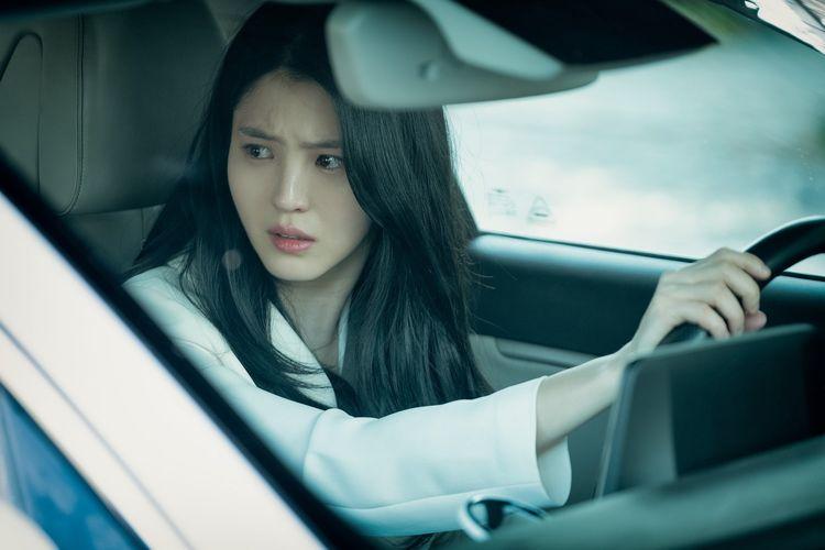 Karakter Yeo Da Kyung yang dibawakan oleh Han Si Hee dalam drama The World of The Married