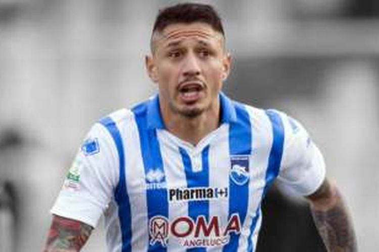 Penyerang andalan Pescara, Gianluca Lapadula, tengah diincar oleh Juventus, Leicester City, Napoli, dan Genoa.