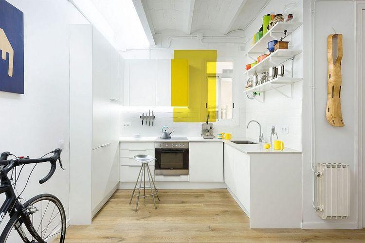 Blok warna kuning di dapur
