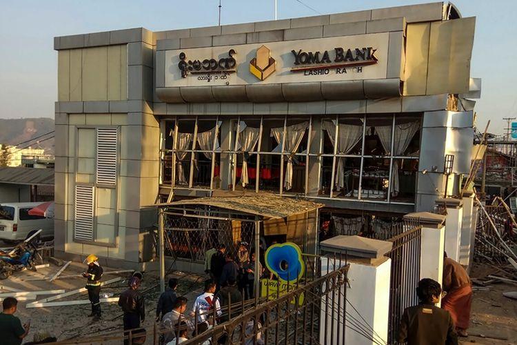 Bangunan kantor cabang bank Yoma yang menjadi sasaran teror bom di Myanmar, Rabu (21/2/2018).