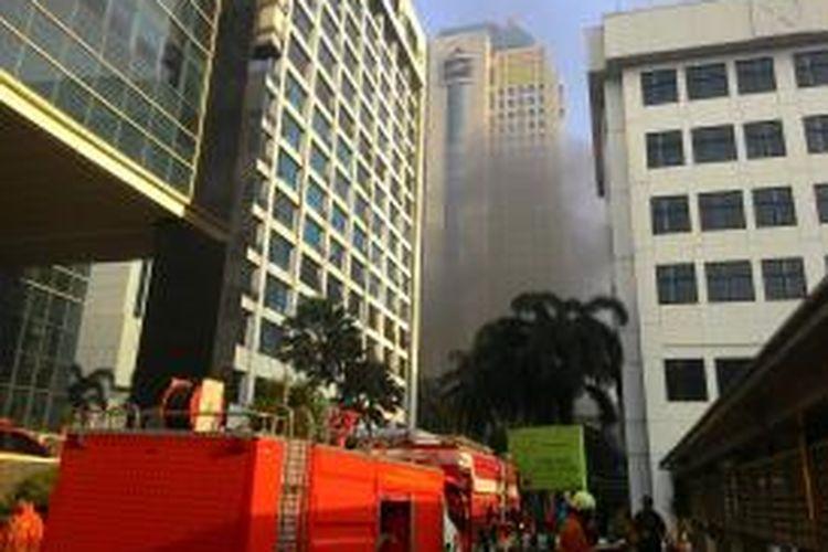 Lantai dasar Gedung Direktorat Jenderal Pajak, Jalan Gatot Subroto, Kebayoran Baru, Jakarta Selatan terbakar pada Jumat (31/7/2015) pagi. Namun, kebakaran itu tidak sempat membakar dokumen-dokumen penting milik Ditjen Pajak.