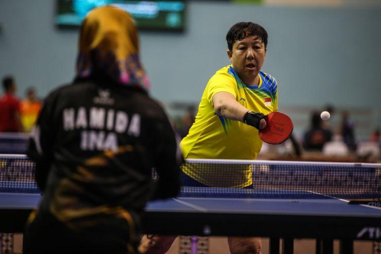 Atlet Tenis Meja beraksi saat test event Para Games Invitational Tournament di Kawasan Gelora Bung Karno, Senayan, Jakarta Pusat, Minggu (1/7/2018).