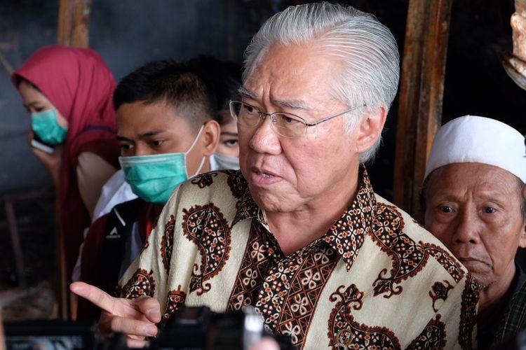 Menteri Perdagangan RI, Enggartiasto Lukita Menyambangi Lokasi Kebakaran yang Terjadi di Pasar Induk Kramat Jati, Jakarta Timur, Senin (12/6/2017).