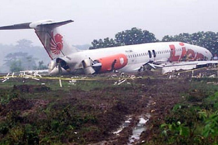 Lion Air JT538 overrun di bandara Adi Soemarmo, Solo, 30 November 2004.