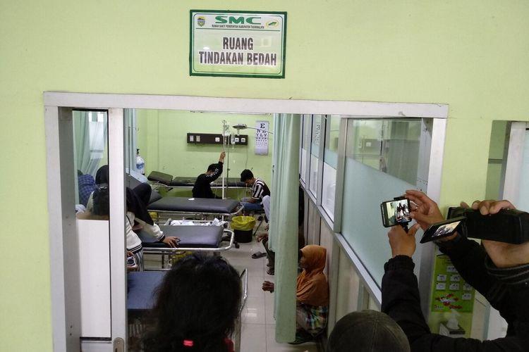 Delapan korban miras oplosan lainnya saat ini masih dirawat di RSUD SMC Kabupaten Tasikmalaya, Jumat (24/1/2020). Jumlah keseluruhan yang masuk ke rumah sakit berjumlah 16 orang, delapan diantaranya telah diketahui meninggal dunia.