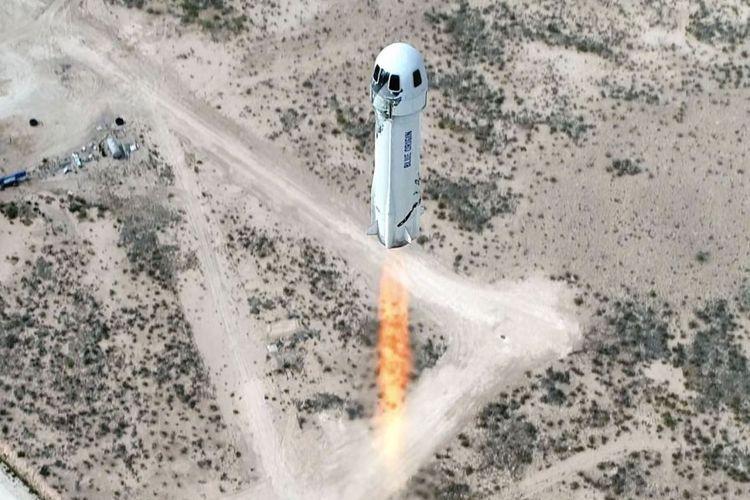 Roket New Shepard yang digunakan dalam misi Blue Origin. Roket ini akhirnya sukses membawa bos Amazon, Jeff Bezos dan tiga warga sipil ke luar angkasa. Ini adalah misi perdana penerbangan wisata luar angkasa.