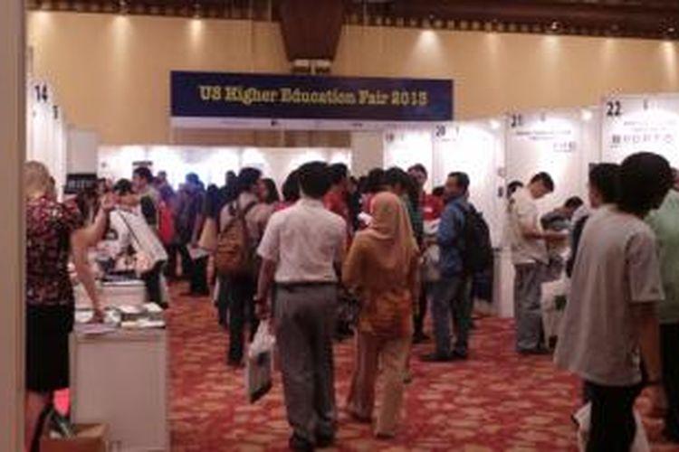 Pameran Pendidikan Tinggi Amerika Serikat oleh IIEF, di Balai Kartini, Jakarta, Selasa (1/10/2013). Sebanyak 46 universitas meramaikan pameran pendidikan tersebut.