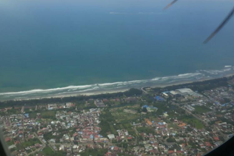 Pantai Panjang Kota Bengkulu dari pesawat Wings Air saat terbang perdana Bengkulu-Mukomuko, Kamis (25/10/2018).