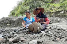 Kisah Wanda Anak Lereng Merapi,Tiap Hari Belajar Online di Tambang Pasir Kali Gendol Sleman