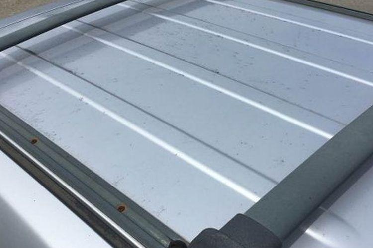 ilustrasi atap mobil yang permukaannya didesain tidak rata