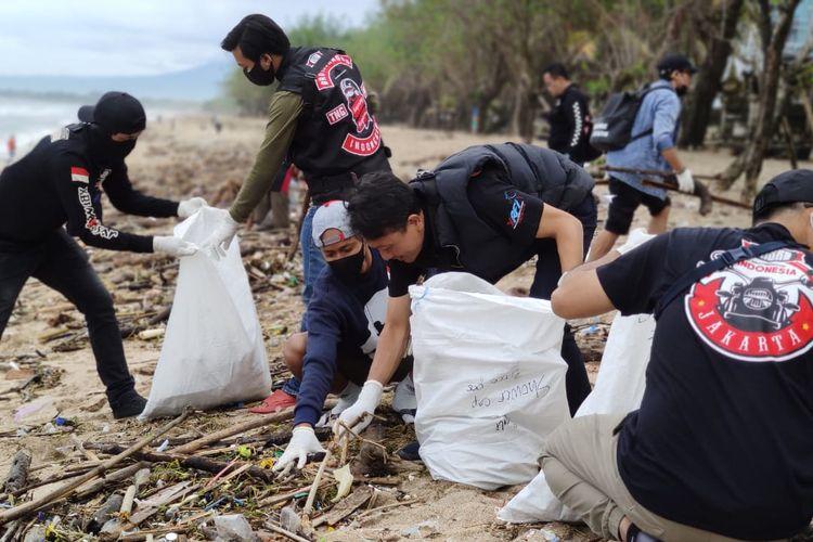 XSR Brotherhood MC Indonesia lakukan Munas dan bersih-bersih Pantai Kuta