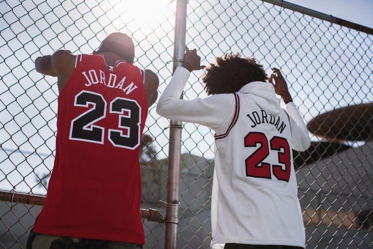 Dua jersey Chicago Bulls Michael Jordan seri swingman yang akan diluncurkan Nike di akhir bulan Mei 2018.