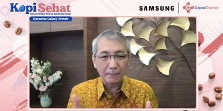 Dr.Michael Triangto Sp.KO, dalam acara bertajuk Kelas Online Penuh Inspirasi (KOPI) Sehat bersama Good Doctor dan Samsung Galaxy Watch, Minggu (2/5).