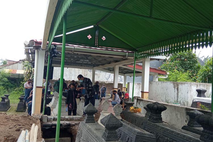 Makam dalang kondang Ki Seno Nugroho