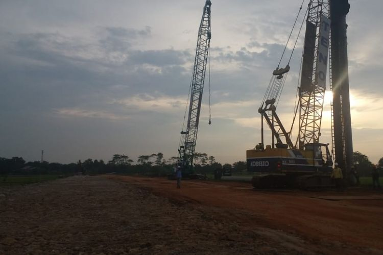 Perkembangan proyek jalan akses menuju Pelabuhan Patimban di Subang, Jawa Barat.