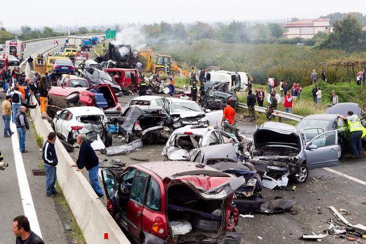 Sebuah kecelakaan beruntun terjadi di Veria, Yunani pada 5 Oktober 2014