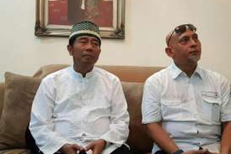 Bakal calon gubernur DKI Jakarta Abraham Lunggana (kiri) dan Ketua Bidang Verifikasi Tim Penjaringan Demokrat Lazarus Simon Ishaq (kanan) di kediaman Lulung, Rawa Belong, Jakarta Barat, Kamis (28/4/2016).