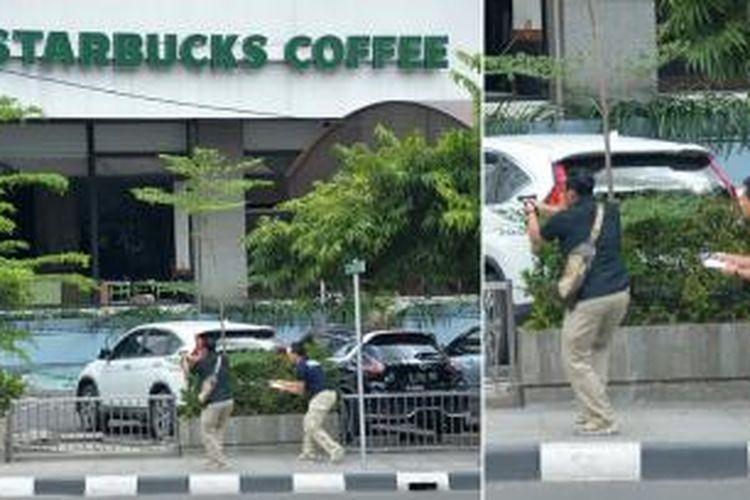 Polisi saat menghadapi pelaku teror bom di depan Sarinah, Thamrin, Jakarta Pusat, Kamis (14/1/2016).