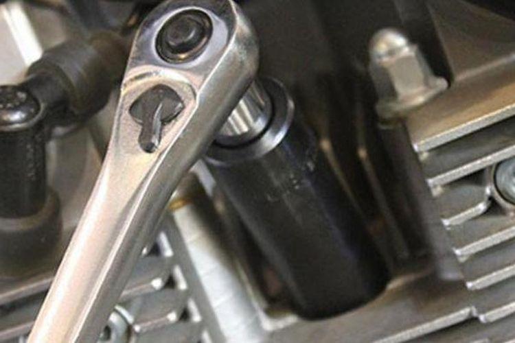 Cara Benar Pasang Busi Motor, Jangan Sampai Slek