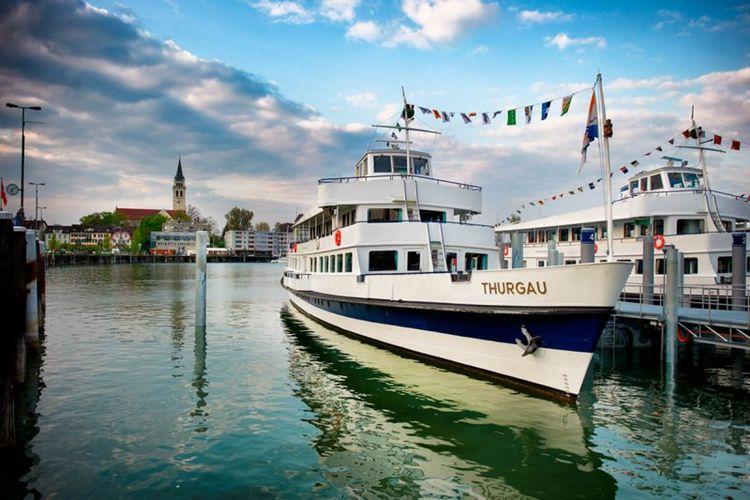 Kapal pesiar MS Thurgau di Thurgau, Swiss yang dijadikan sebagai tempat vaksinasi Covid-19 (dok. Thurgau Tourismus | https://www.bodensee.de/).