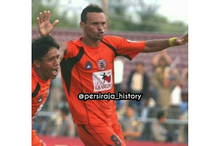 Persiraja adalah tim pertama di Indonesia pemain asal Brasil, Antonio Teles.