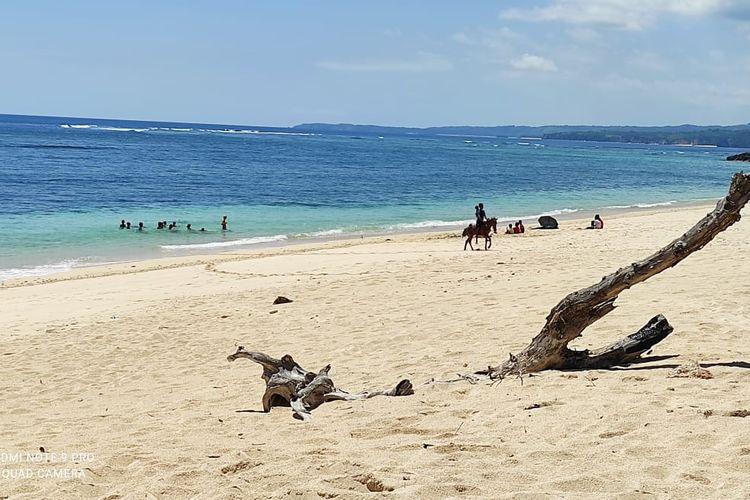 Foto Pantai Marosi di Kabupaten Sumba Barat, NTT
